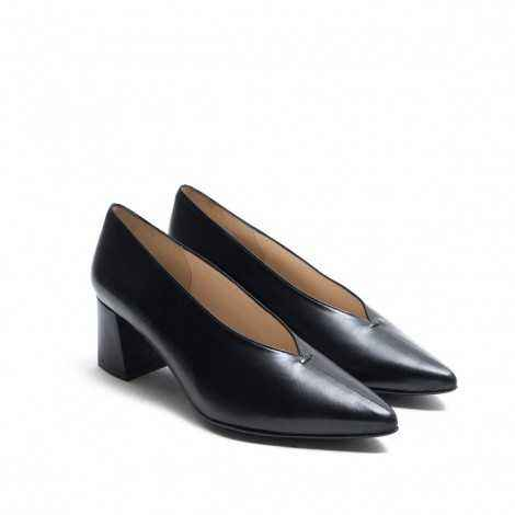 Pointed Heel Shoes