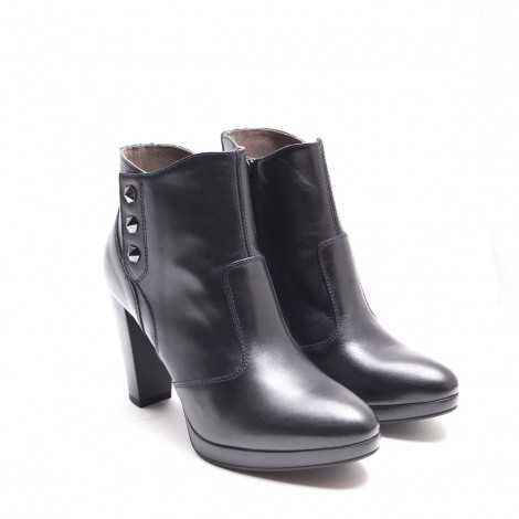Buttons Leather Boots